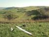 A meredek kis lejtő Zetelaka felett. Mögöttem a hatalmas, elnyúló domb.